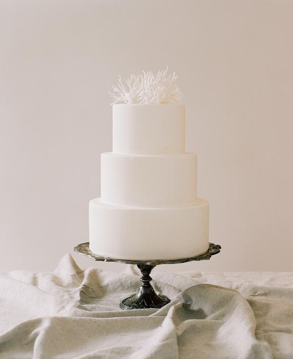 Simple DIY Wedding Cake Topper Weddingomania