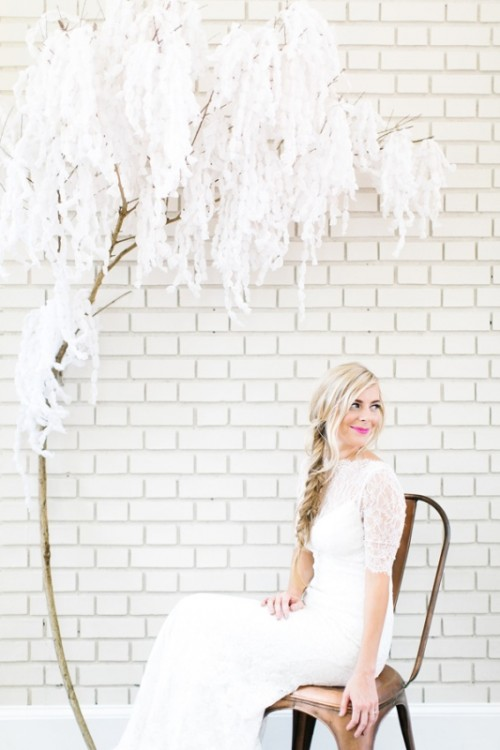 paper wisteria backdrop (via weddingomania)