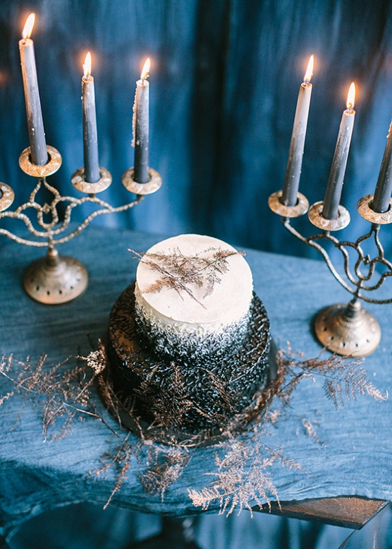 Picture Of dramatic blue and black wedding inspiration  11
