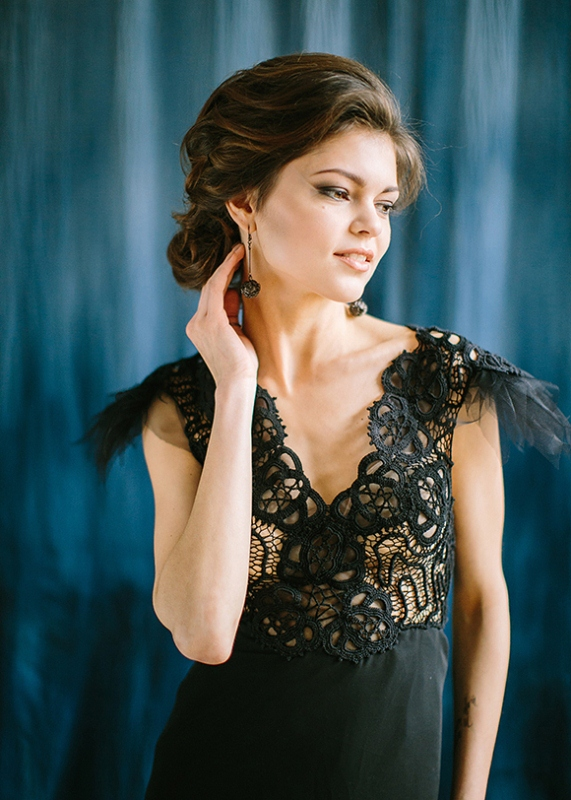 Picture Of dramatic blue and black wedding inspiration  2