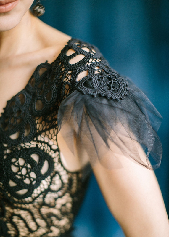 Picture Of dramatic blue and black wedding inspiration  3