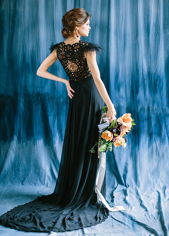 Picture Of dramatic blue and black wedding inspiration  7