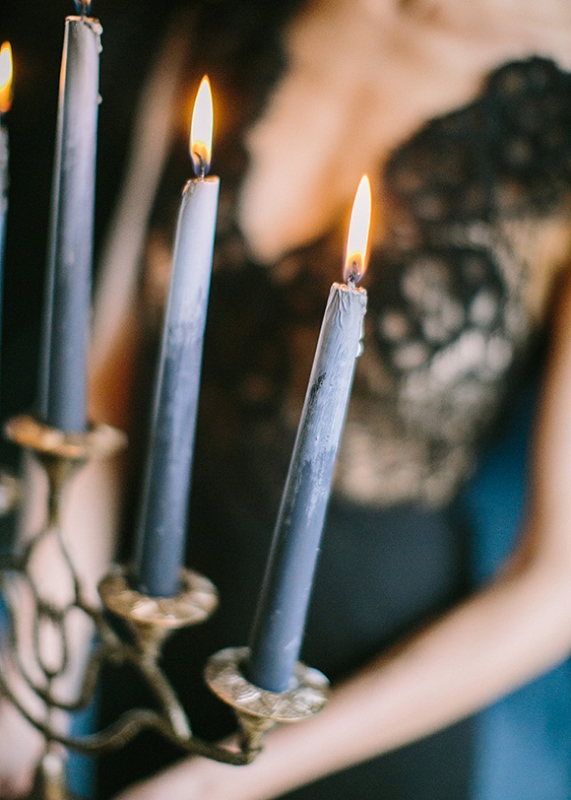 Picture Of dramatic blue and black wedding inspiration  8