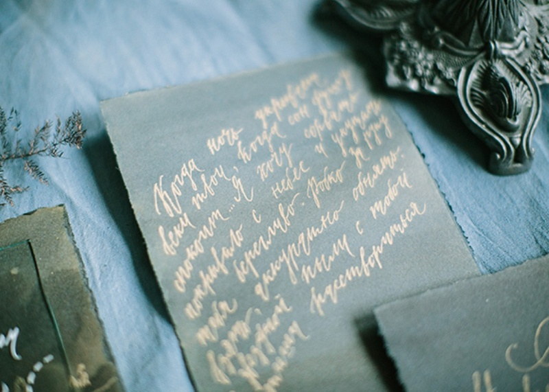 Picture Of dramatic blue and black wedding inspiration  9