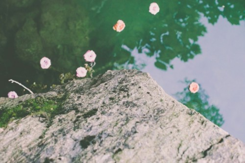 Dreamy And Intimate Rock Quarry Engagement Session