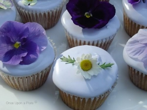 Edible Flower Ideas For Your Wedding Table