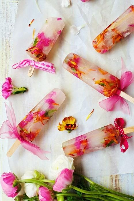 popsicles with edible blooms look very cute and will be a nice idea for a summer wedding or a bridal shower