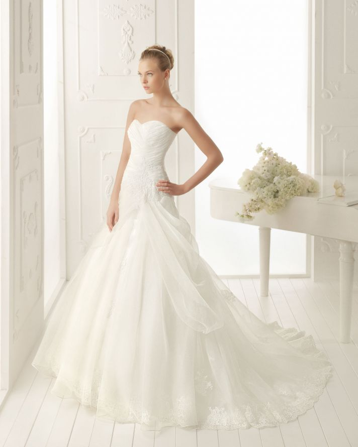 Elegant And Simple Wedding Dresses By Aire Barcelona