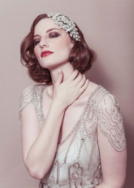 a large one side embellished headpiece is a fantastic idea for an art deco bride