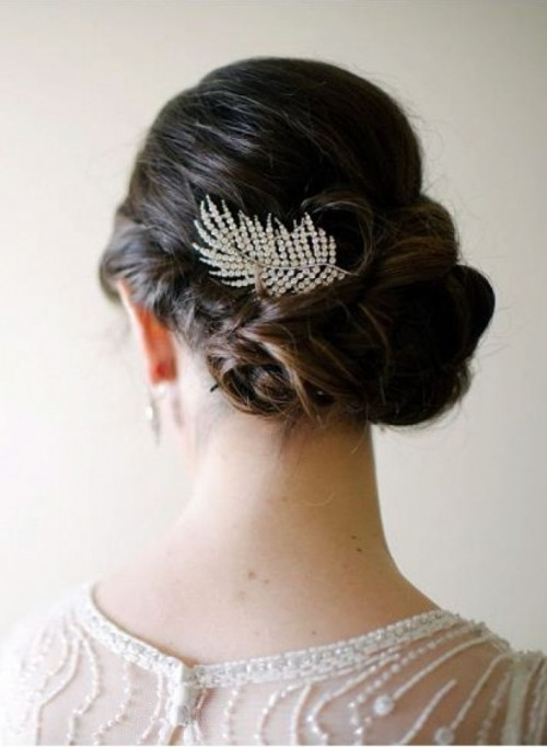 a feather-shaped rhinestone headpiece will be a gorgeous idea for an art deco or glam vintage bride