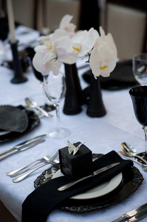 Elegant black and white wedding table settings weddingomania