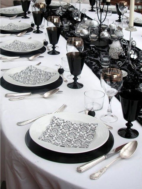 52 elegant black and white wedding table settings weddingomania. Black Bedroom Furniture Sets. Home Design Ideas