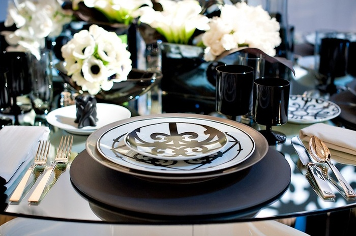 : elegant black and white table settings - pezcame.com