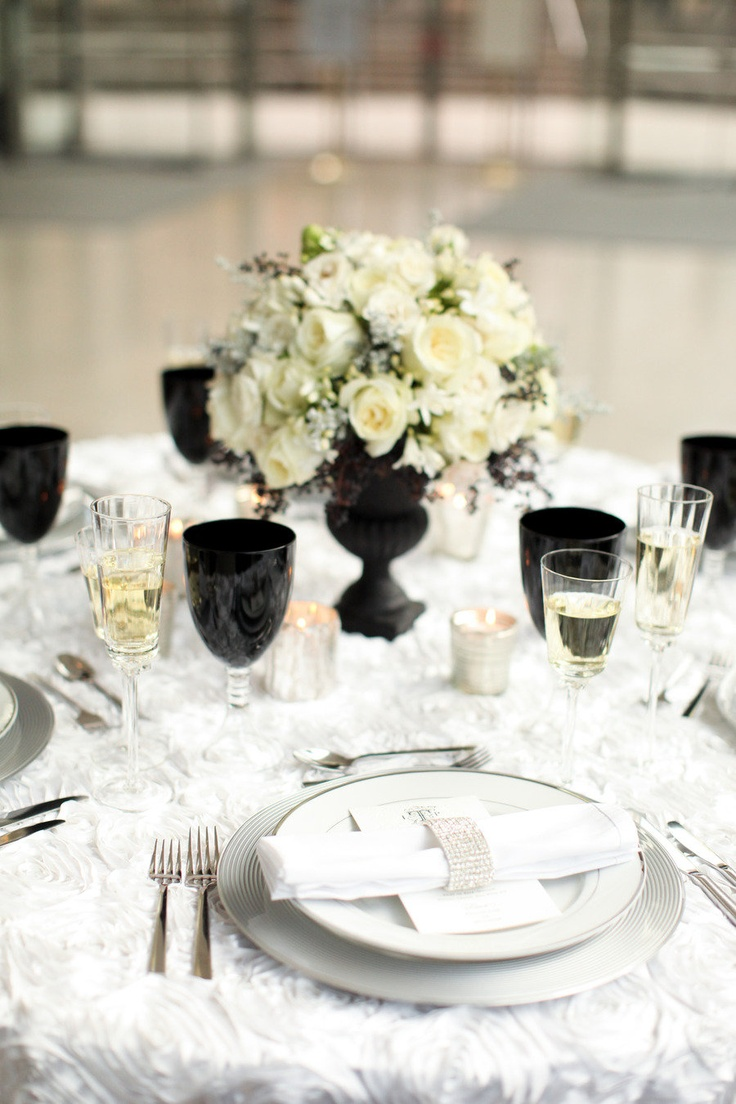 52 Elegant Black And White Wedding Table Settings - Weddingomania