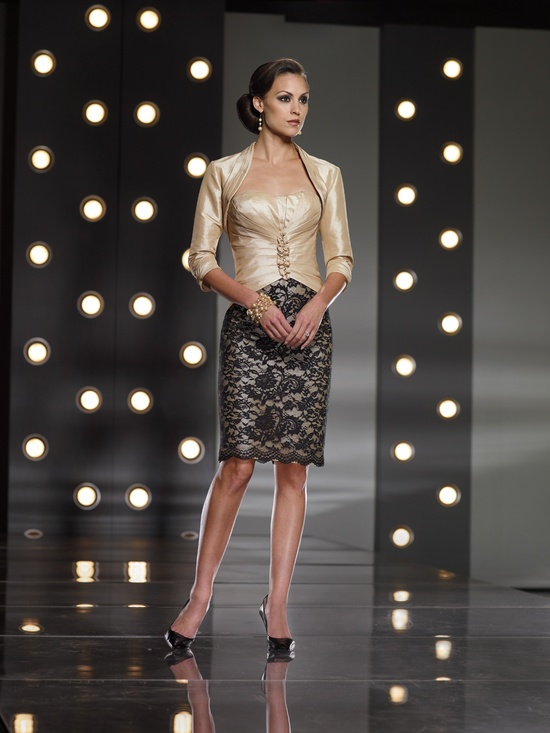 a chic mother of the bride look with a black lacey skirt and a shiny top and bolero of a nude shade look very chic