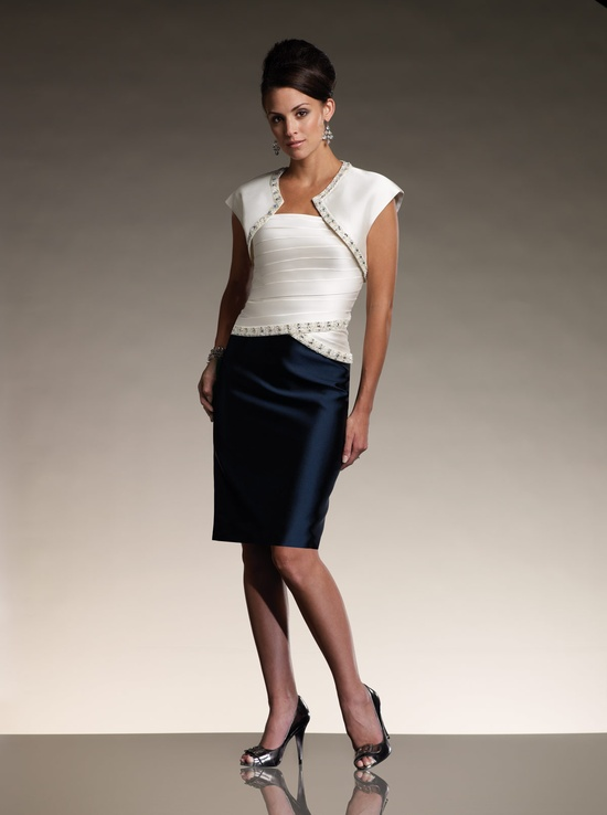 a contrasting look with a navy knee skirt, a strapless white top and a matching white bolero for a bold and catchy outfit