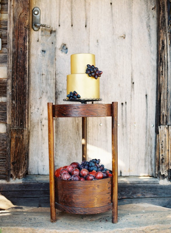 Picture Of elegant plum and gold autumn inspired wedding shoot  25
