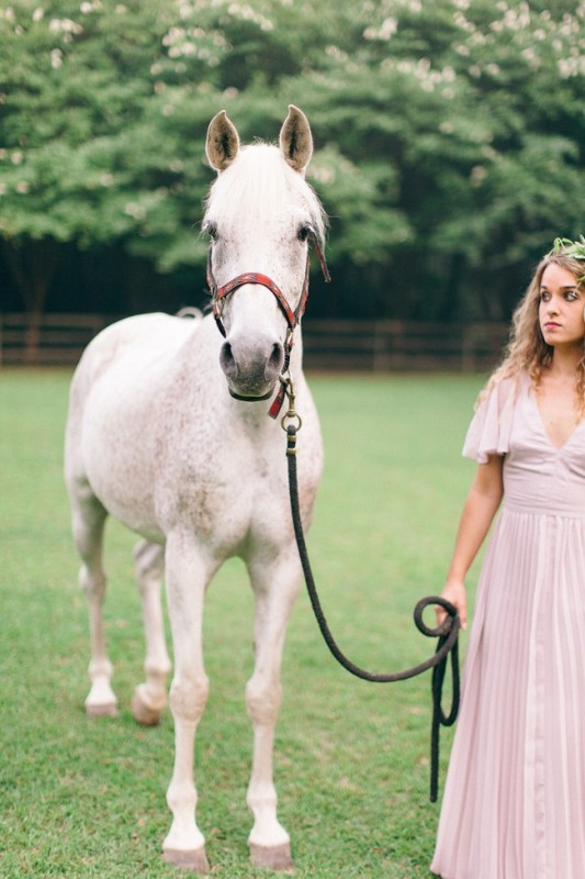 Picture Of enchanting bohemian equestrian styled shoot  10