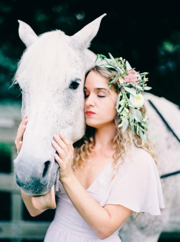 Picture Of enchanting bohemian equestrian styled shoot  11