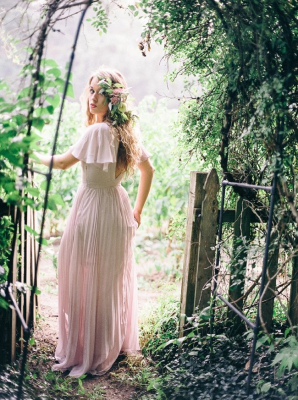 Picture Of enchanting bohemian equestrian styled shoot  3