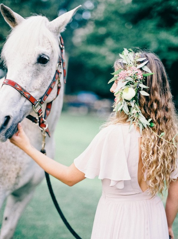 Picture Of enchanting bohemian equestrian styled shoot  4