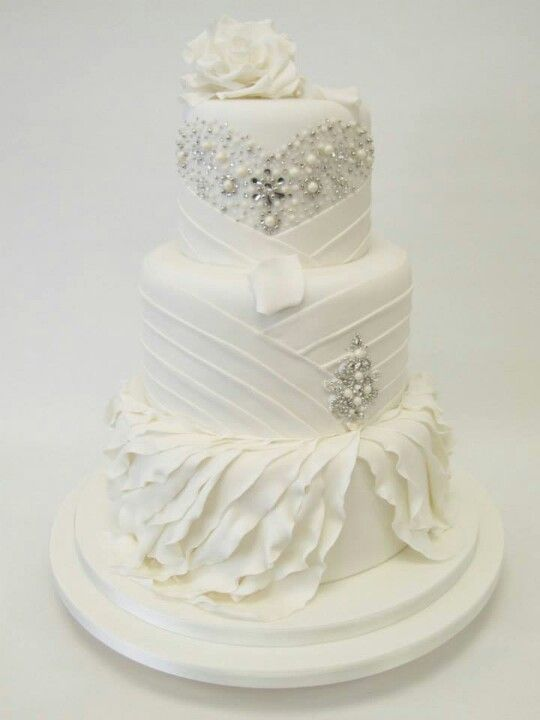 images of all white wedding cakes picture of exquisite all white wedding cakes 16326