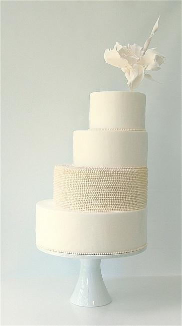 31 Exquisite All-White Wedding Cakes