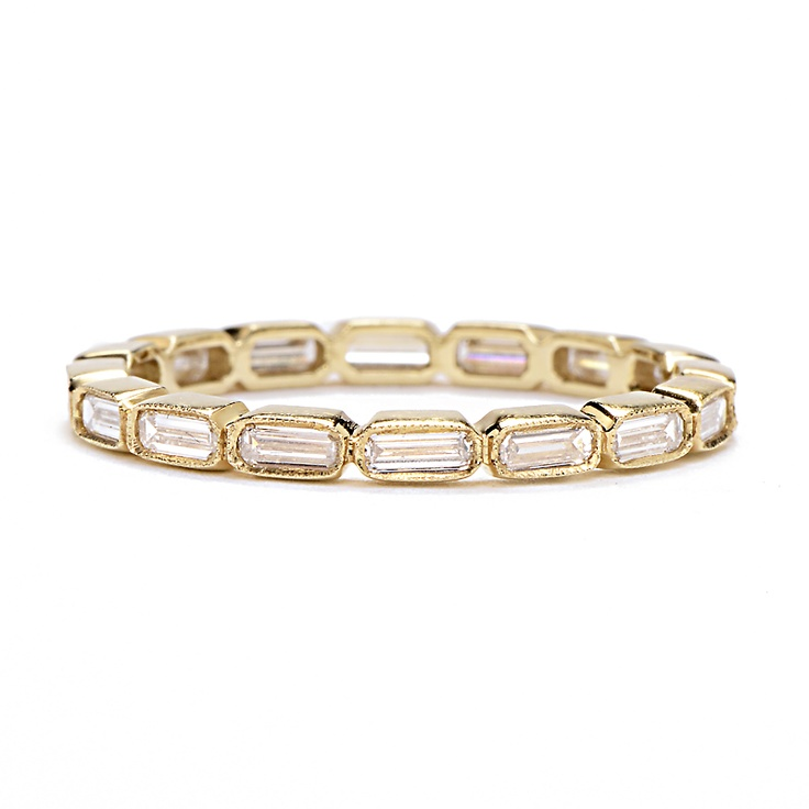 a gold and diamon ring is a pretty and chic idea for a modern glam bride