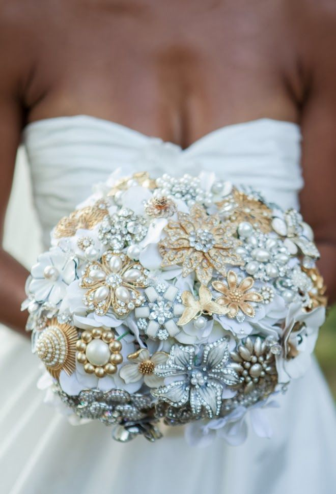 Picture of exquisite gold and white wedding ideas junglespirit Choice Image