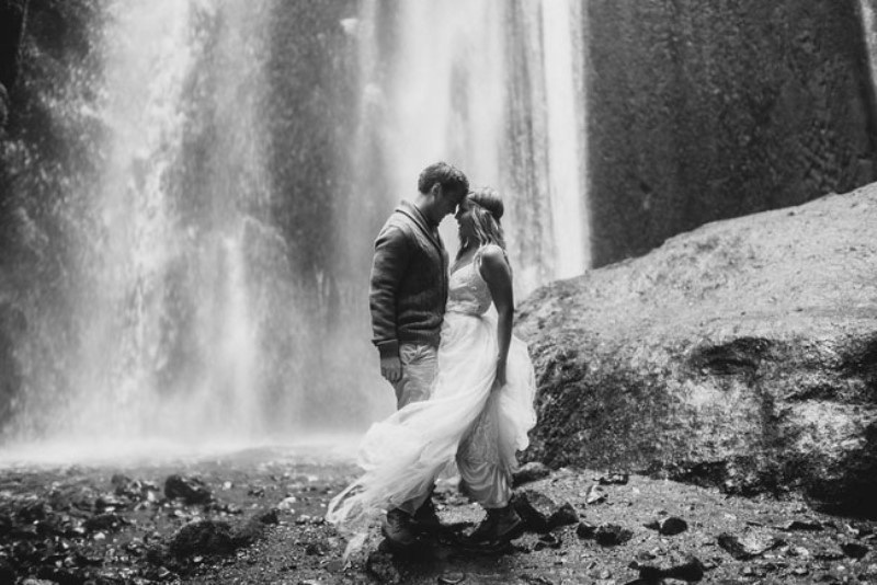 Picture Of extraordinary and stunning anniversary session in iceland  5