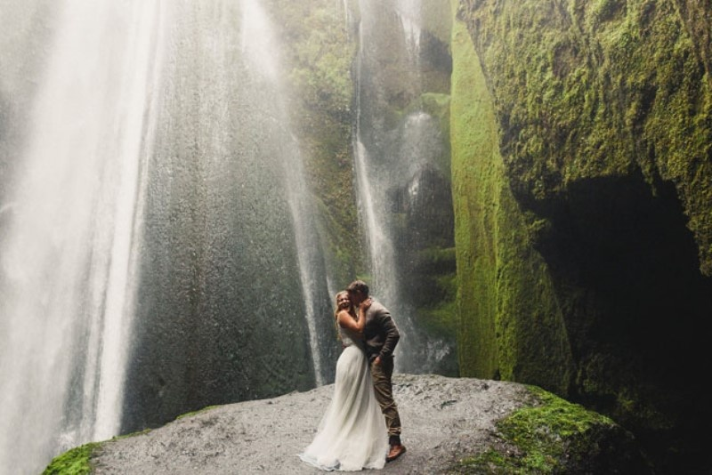Picture Of extraordinary and stunning anniversary session in iceland  7