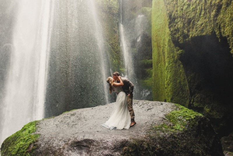 Picture Of extraordinary and stunning anniversary session in iceland  8
