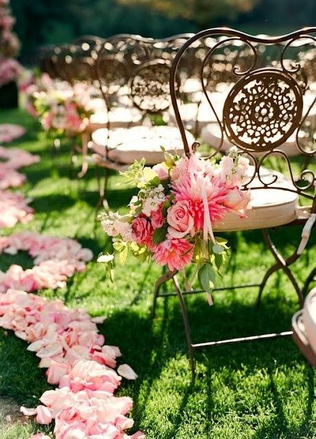 Fabulous Spring Wedding Aisle Décor Ideas
