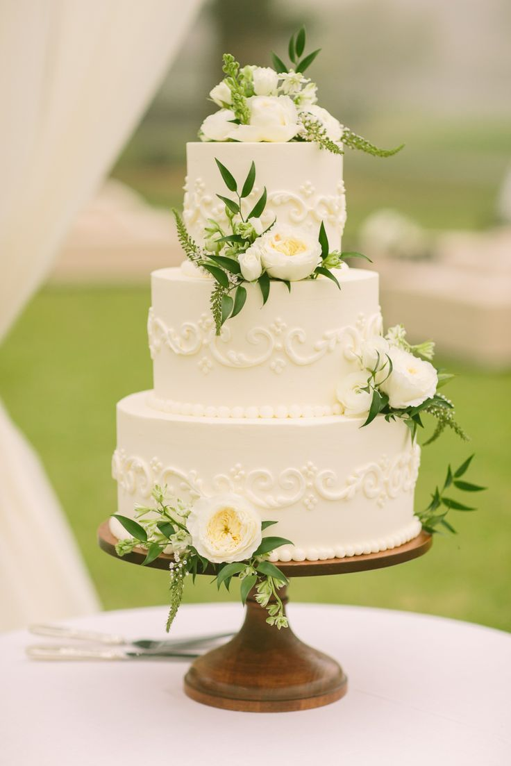 Picture Of fabulous spring wedding cakes that youll love  10