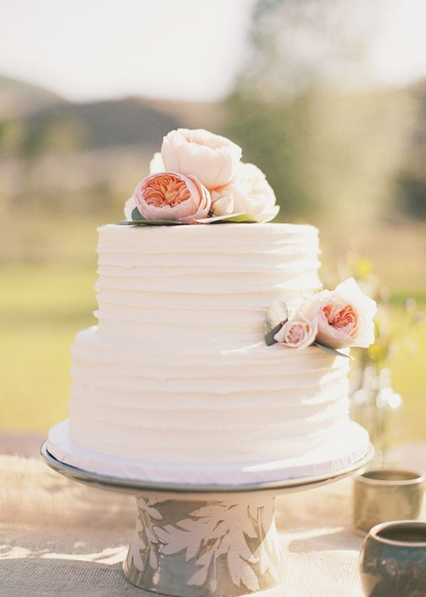 Picture Of fabulous spring wedding cakes that youll love  17