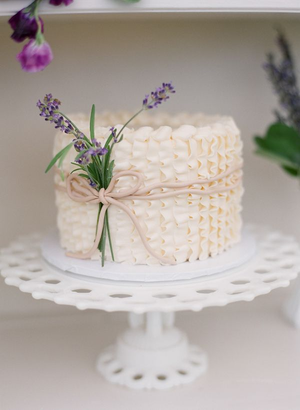 Picture Of fabulous spring wedding cakes that youll love  23
