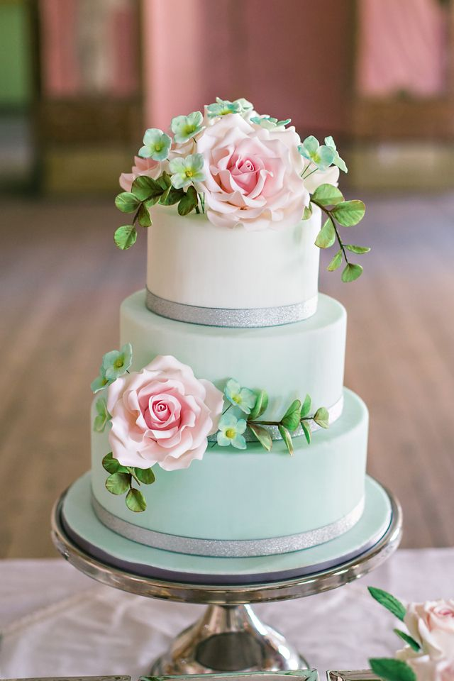 Picture Of fabulous spring wedding cakes that youll love  31