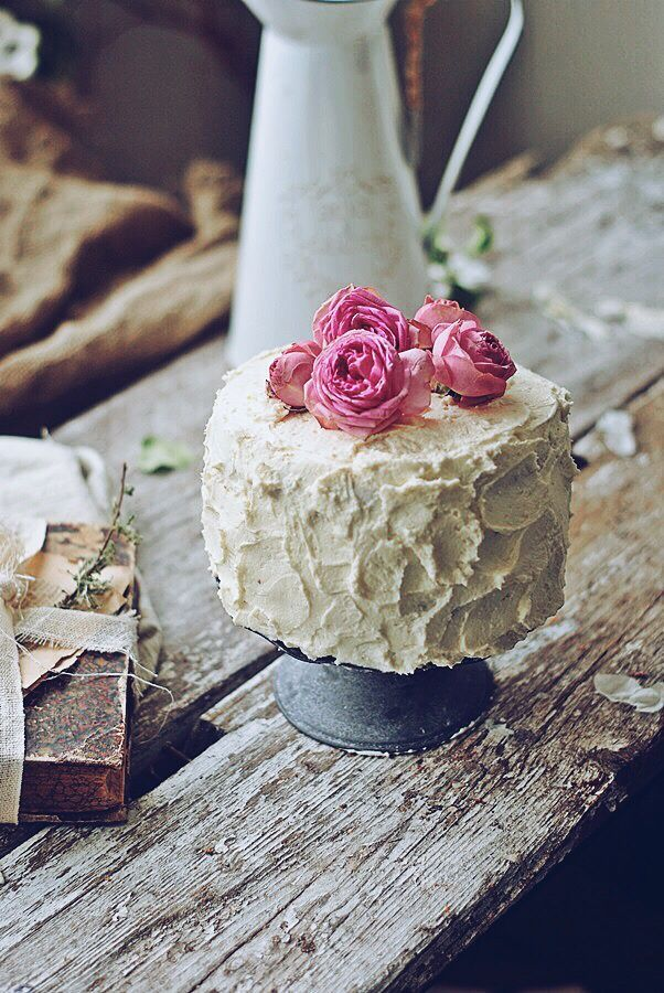 Picture Of fabulous spring wedding cakes that youll love  34