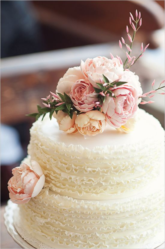 Picture Of fabulous spring wedding cakes that youll love  35