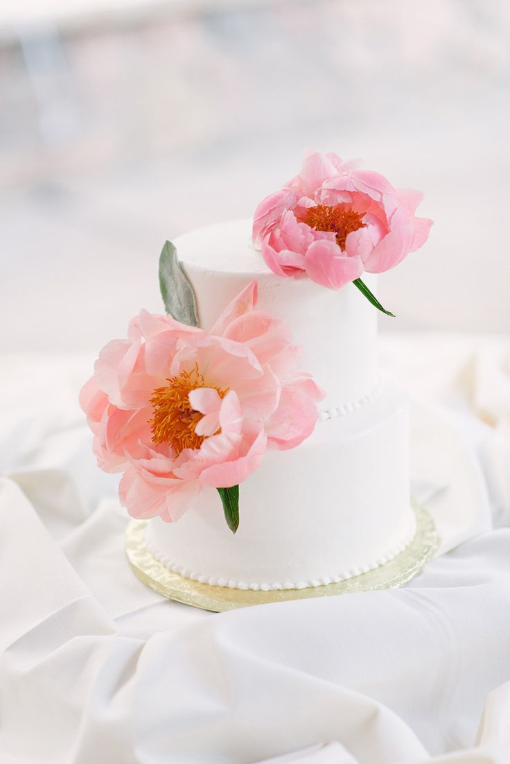 Picture Of fabulous spring wedding cakes that youll love  9