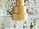 a gold botanical wedding cake with edible pearls on top is a chic and very elegant idea for a refined wedding