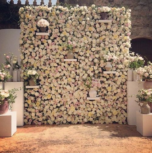 the hottest 2015 wedding trend 22 flower wall backdrops weddingomania. Black Bedroom Furniture Sets. Home Design Ideas