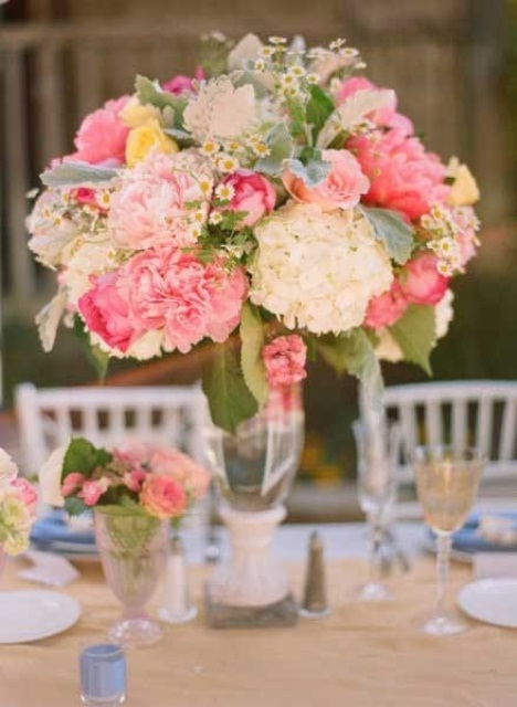 47 bright floral centerpieces for spring weddings weddingomania floral centerpieces for spring weddings junglespirit Gallery