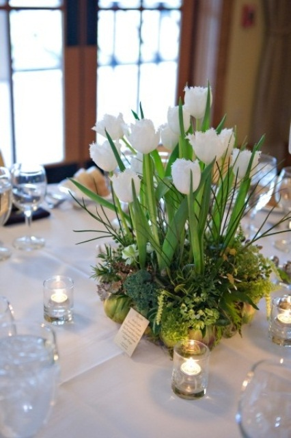 a refreshing spring wedding centerpiece of moss, grass and white tulips is all you need for a springy feel at the table