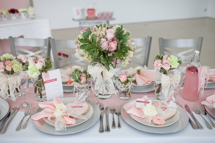 Picture of fresh spring wedding table decor ideas for Table maison de famille
