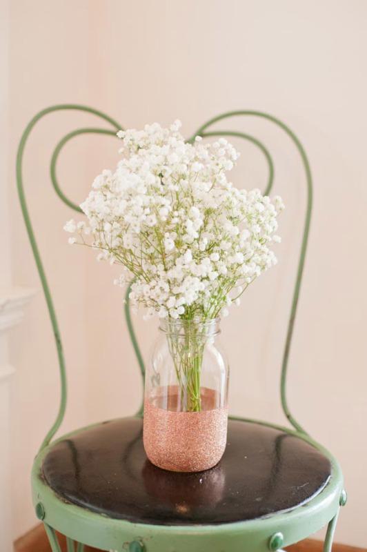 Glamorous Diy Glitter Vases For Your Wedding Table Decor