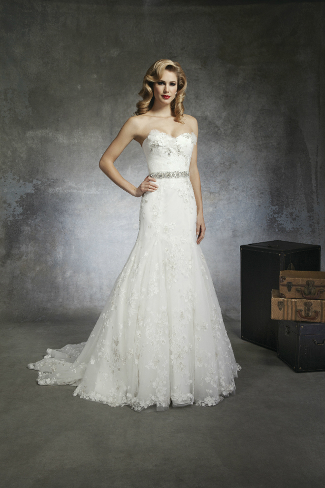 Picture Of Gorgeou Wedding Dresses Inspire By 1930s And 1950s Chic
