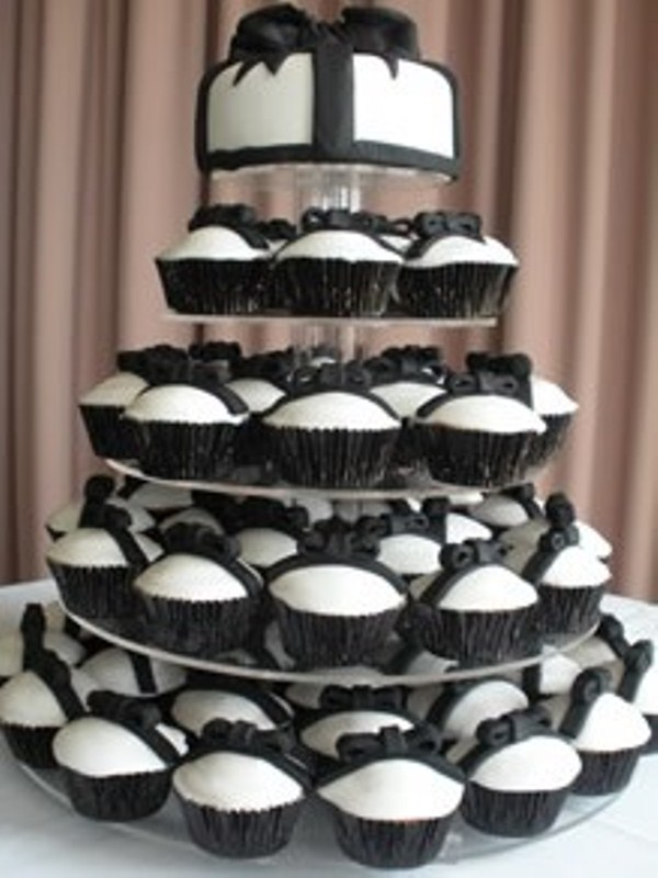 42 Gorgeous Black And White Wedding Cakes - Weddingomania