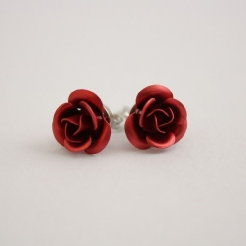 deer red floral earrings will brign a touch of color and do it in a subtle way