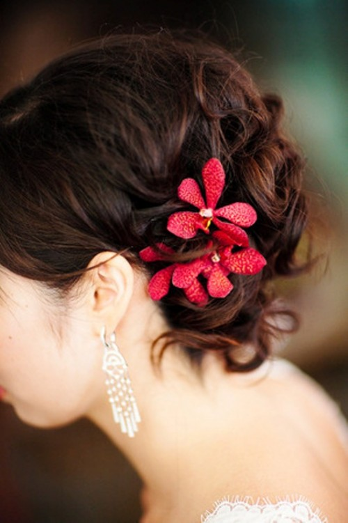 deep red blooms accenting your wedding hair is a chic and bold idea to go for